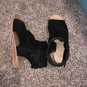 GB by Gianni Bini black sandals